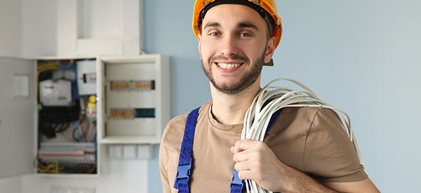Should you hire a handyman or an electrician in Toronto for your electrical maintenance?