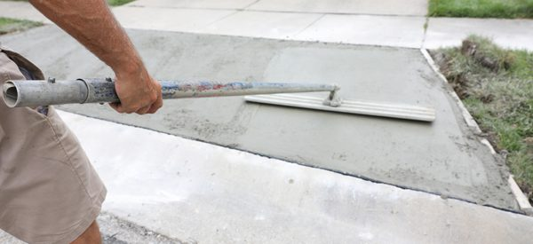 Compare-asphalt-and-concrete-to-choose-the-best-material-for-your-driveway