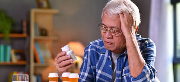 Emergency-panic-buttons-for-seniors-have-medication-reminders-and-fall-detection