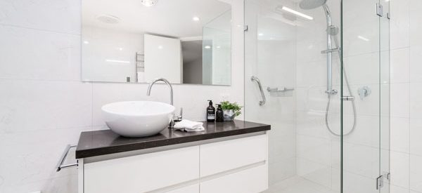 Modern-bathrooms-with-energy-efficient-fixtures
